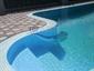 Exteriérový bazén s přelivem