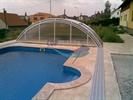 Venkovní bazén se složeným zastřešením